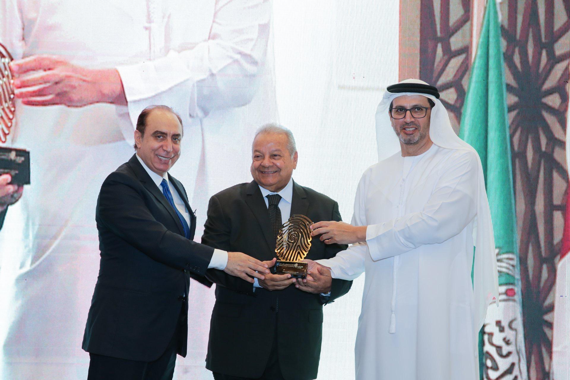 بحضور الجامعة العربية مؤسسة وطني الامارات تكرم د. ابراهيم ابوذكري