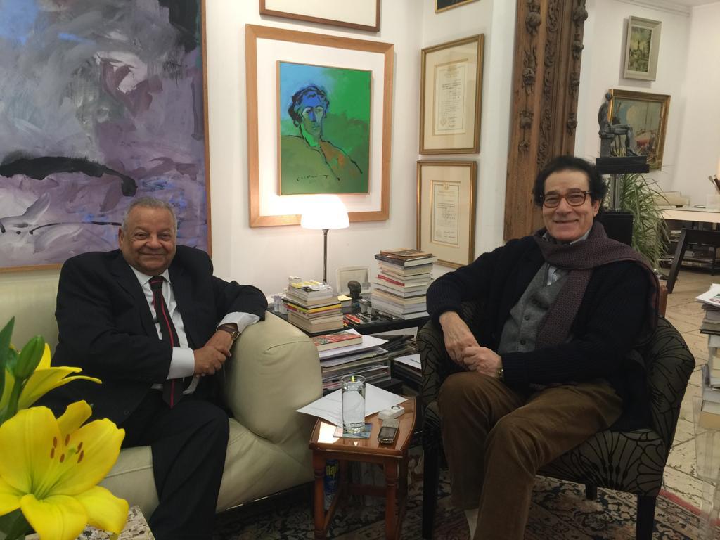 رئيس حزب الوفد يكرم نجوم الفن والإعلام