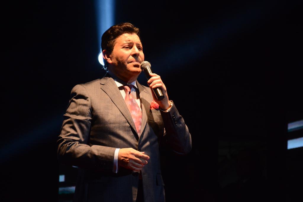 محمد محي ينتهي من تصوير  بوستر احدث البوماته الغنائية